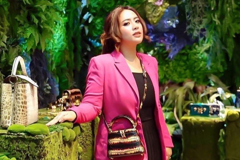 10 Gaya Maharani Kemala, Crazy Rich Bali yang Kece Abis!
