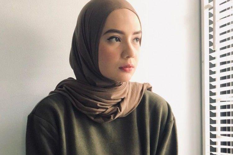 Jadi Mualaf, Pesona 9 Artis Blasteran Ini Sukses Curi Perhatian