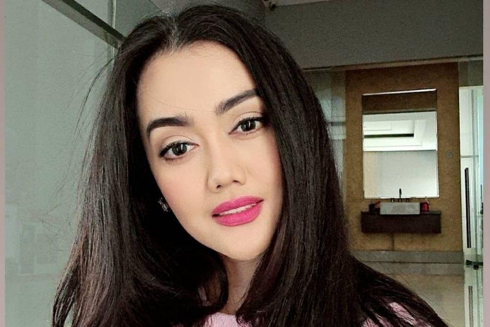 10 Potret Nia Anggia, Adik Mendiang Julia Perez yang Tak Kalah Seksi
