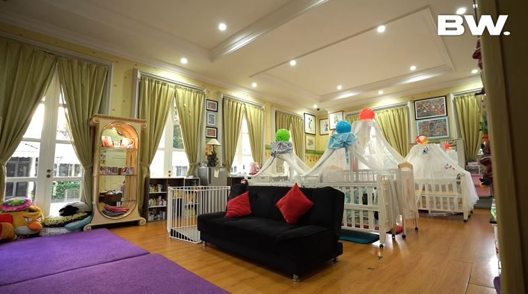 11 Potret Rumah Mewah Monica Soraya, Perempuan yang Adopsi 13 Bayi