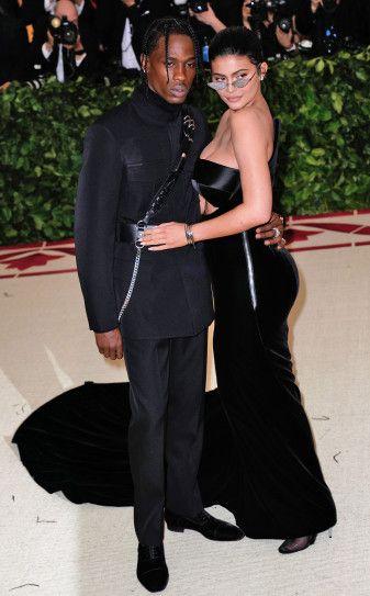 10 Gaya Kylie Jenner & Travis Scott, Mesranya Bikin Panas Dingin!