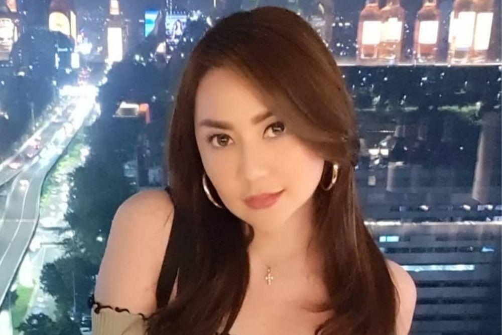 Ayu Tenan, Yuk Intip Potret Seleb Berdarah Surabaya!