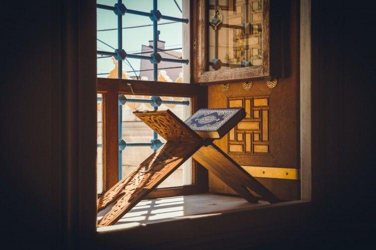 6 Ayat Alquran yang Bicara Tentang Jodoh, Yuk Amalkan!