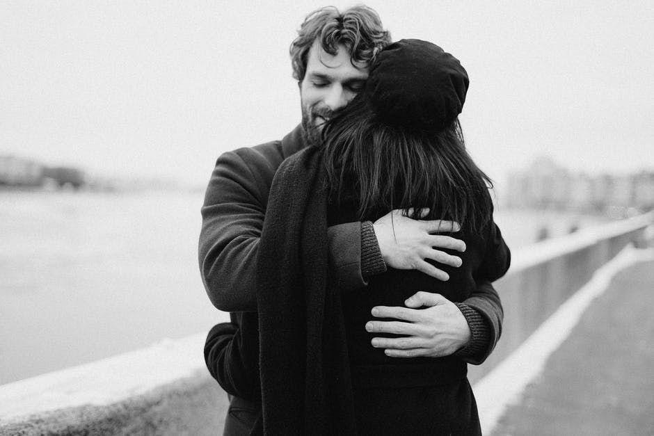 10 Tips Menjaga Keintiman Suami Istri yang Sibuk Bekerja