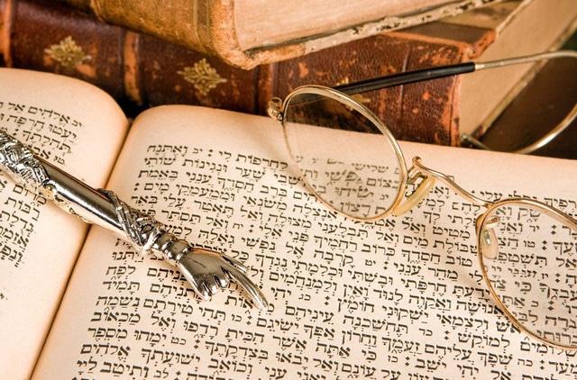 9 Bahasa Tertua di Dunia, Masih Digunakan di Dunia hingga Sekarang!