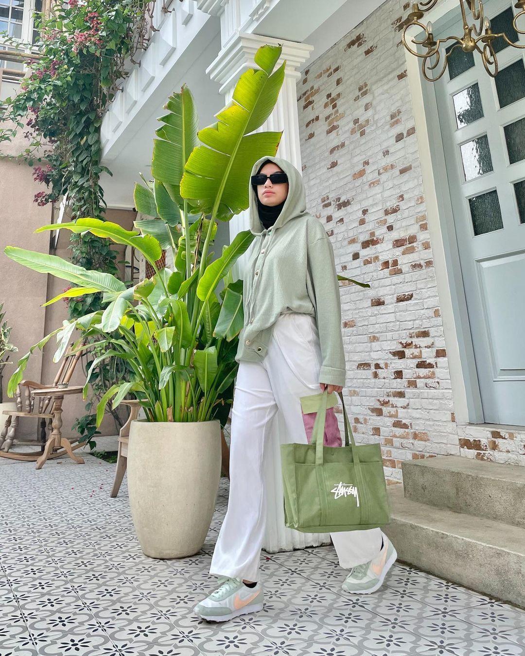 Modis yang Kekinian, Intip Inspirasi Padu-padan Hijab dengan Hoodie
