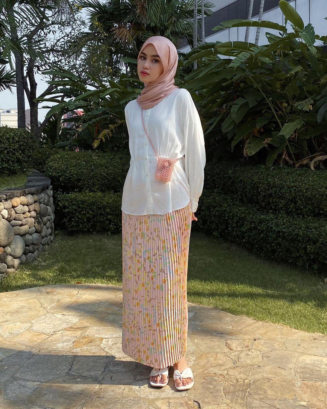 Anti Gerah, Intip Tips Memilih OOTD Hijab saat Cuaca Panas