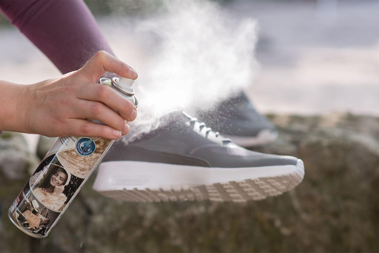 Tips & Trik Membuat Sepatu Anti Air, Hujan Deras Jadi Nggak Masalah!