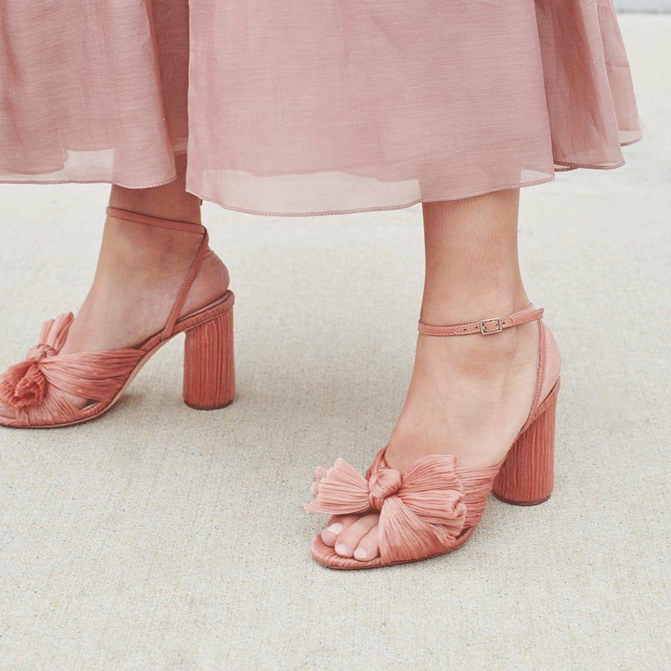 Model Sepatu Perempuan yang Cocok untuk Hadiri Pernikahan Outdoor