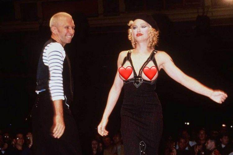 7 Penampilan Kontroversial Artis di Atas Catwalk Sepanjang Masa