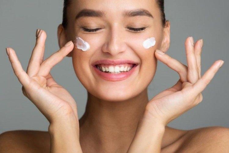 Rekomendasi Sunscreen Rendah Alkohol, Aman untuk Kulit Sensitif