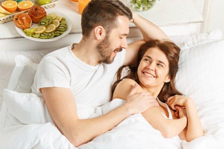 5 Manfaat Pillow Talk dalam Menjaga Keharmonisan Hubungan