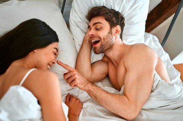 5 Alasan Suami Istri Perlu Tidur di Waktu Bersamaan