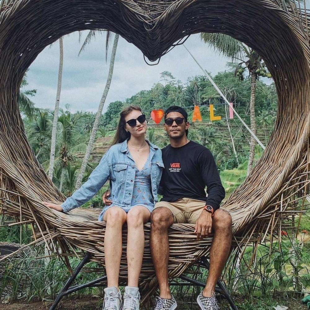 Siap Jadi Ayah, 10 Potret Mesra Diego Afisyah 'Ikatan Cinta' & Istri