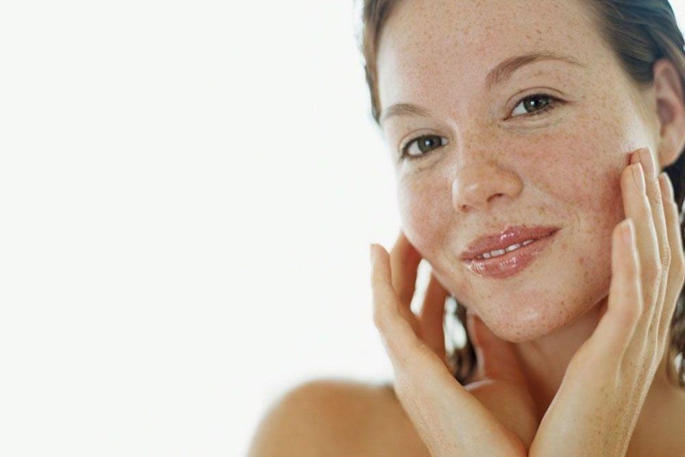 7 Manfaat Buah Stroberi untuk Wajah, Bikin Kulit Glowing Lho!