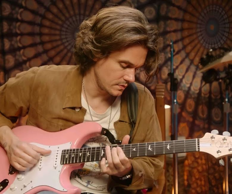 Fangirl Sukses, Rosé BLACKPINK Diberi Gitar oleh John Mayer