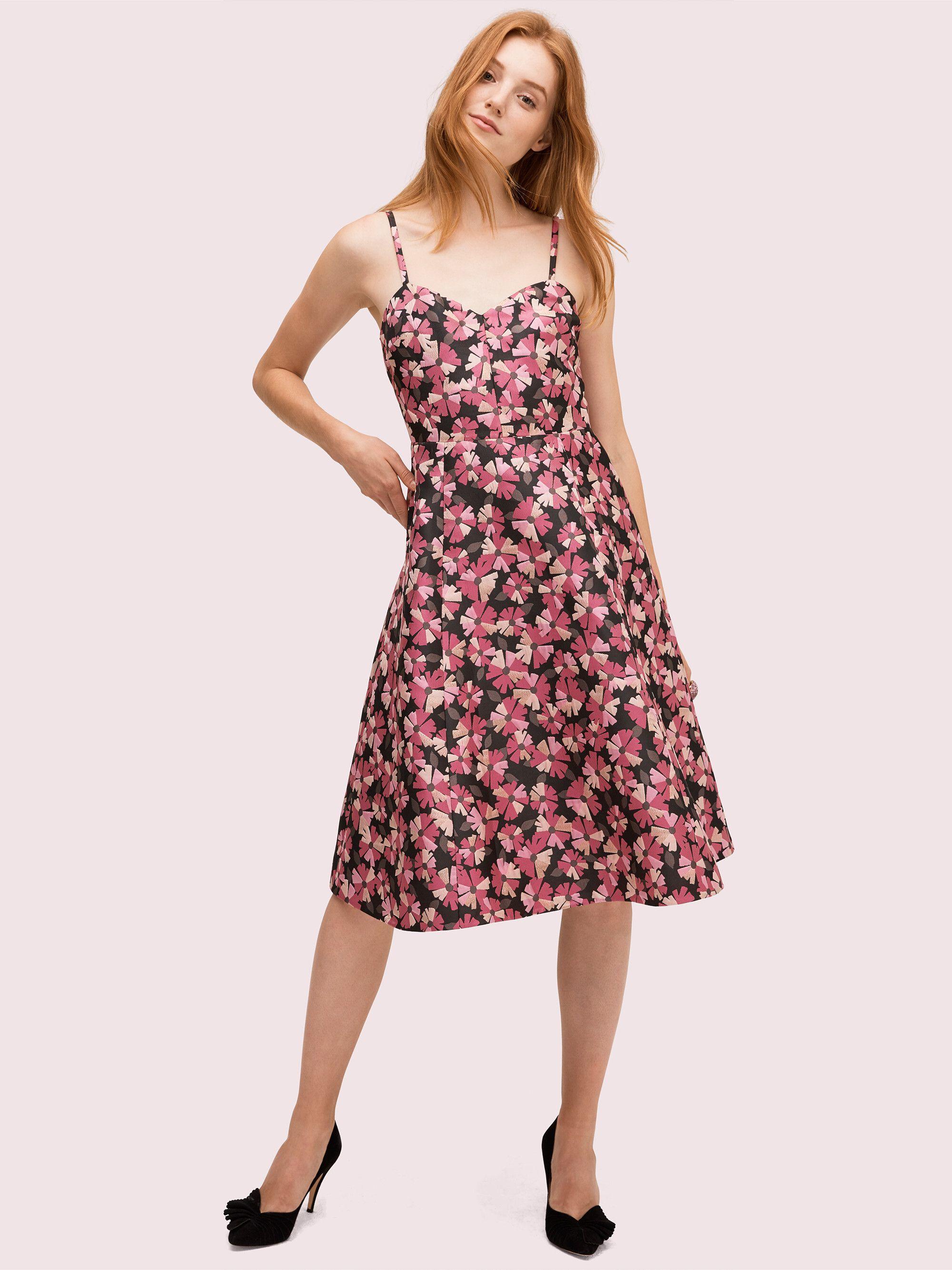 #PopbelaOOTD: Kumpulan Dress Motif Floral Khas Musim Panas