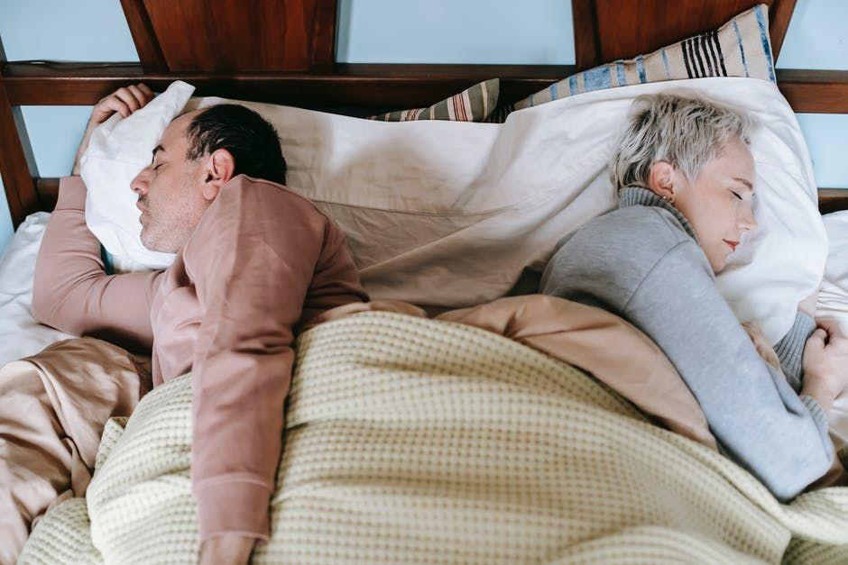 Semakin Intim dan Langgeng! Ini 6 Tips Tidur Bersama Pasangan