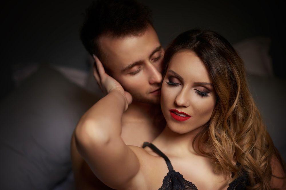 8 Tips Memuaskan Pasangan Seperti Saat Malam Pertama