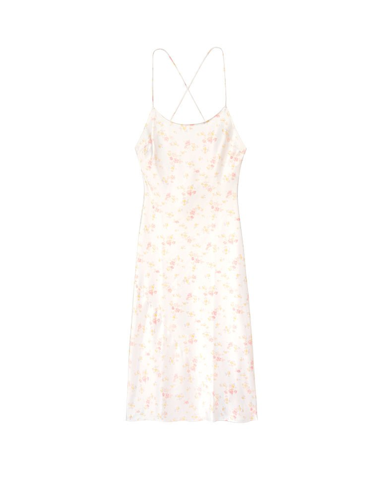 #PopbelaOOTD: Tetap Tampil Elegan di Rumah Pakai Slip Dress Ini