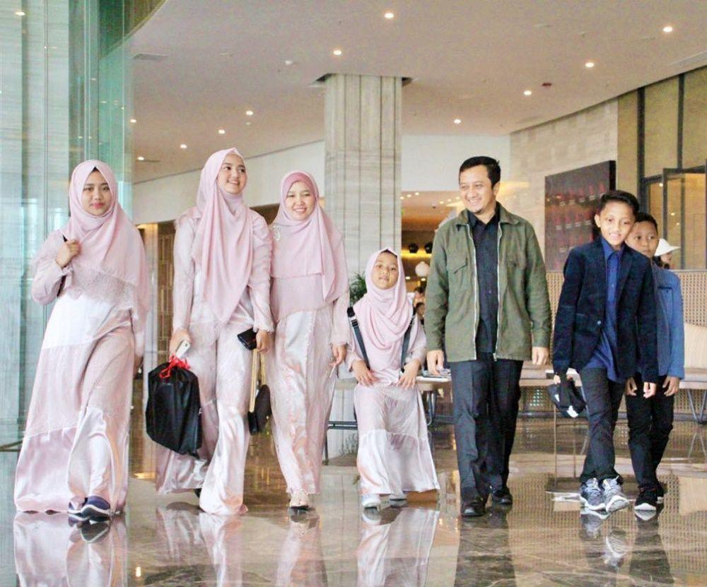 9 Potret Hangat Ustaz Yusuf Mansur dan Anak, Akrab Bak Sahabat!