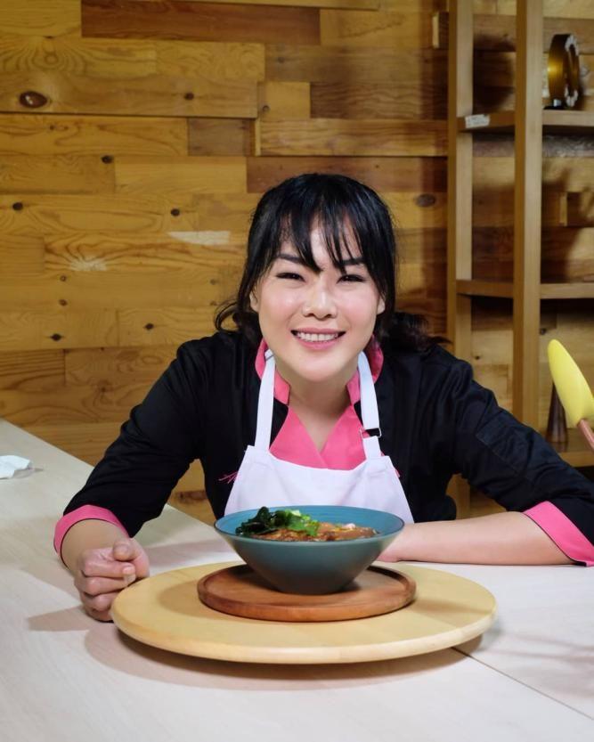 Cantik dan Pintar Masak! Begini Pesona 6 Chef Asal Indonesia