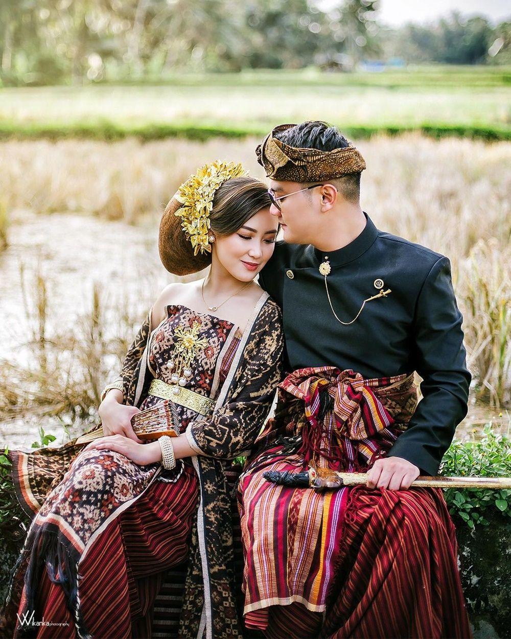 8 Potret Boy William & Karen Vendela dengan Adat Bali, Bak Bangsawan!