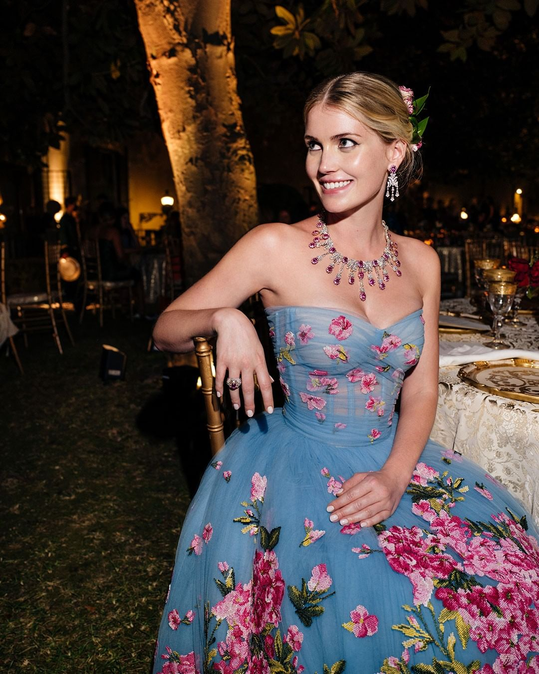 Intip Gaun Mewah Keponakan Putri Diana Diana yang Baru Menikah