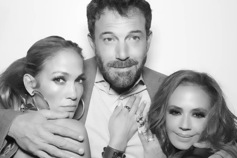 5 Potret Jennifer Lopez & Ben Affleck Resmikan Hubungan di Instagram