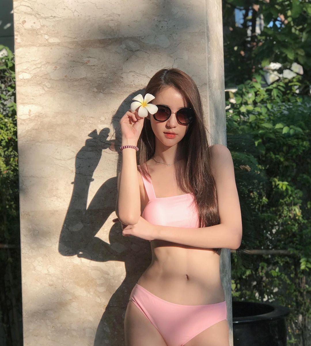 Gaya SeksiYoshi Rinrada, Transgender Thailand yang Bikin Salfok