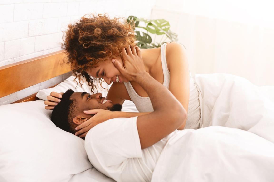 Aman dan Nyaman! 5 Posisi Bercinta Ini Cocok untuk Pengantin Baru