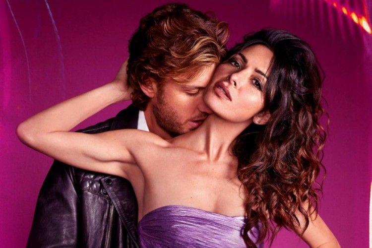 Cinlok di Serial Sex/Life, Ini 9 Potret Mesra Sarah Shahi & Adam Demos
