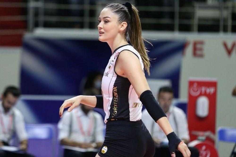 7 Potret Zehra Gunes, Atlet Bola Voli Asal Turki yang Curi Perhatian