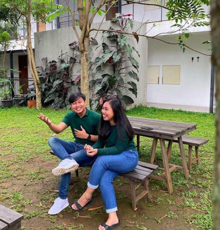 Menikah dengan Sahabat, 10 Potret Kisah Cinta Mumuk Gomez & Eno Retra