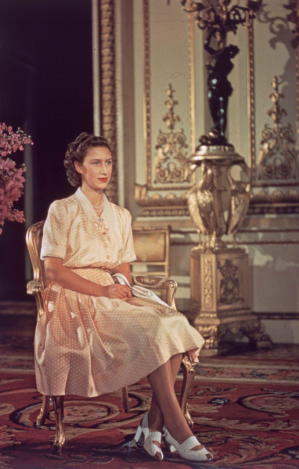 10 Gaya Princess Margaret dari Royal Family yang Mewah
