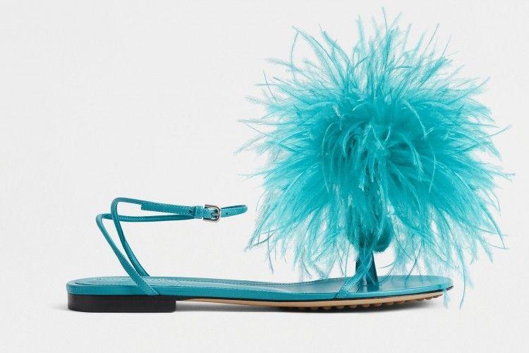 #PopbelaOOTD: Anti-Basic, Sandal Jepit Ini Buat Gayamu Tampak Mewah