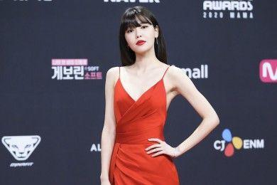 Gaya Seksi Para Artis Korea Selatan Pakai Gaun Merah Red Carpet