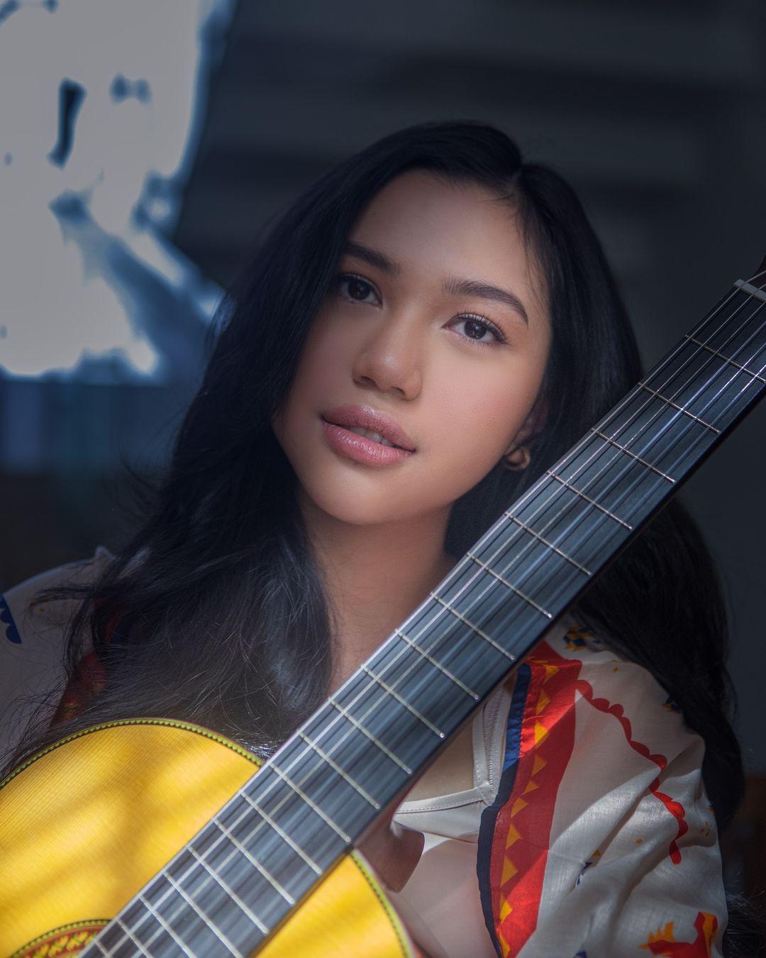 7 Pesona Aminda, Penyanyi Muda yang Luncurkan Single Terbaru