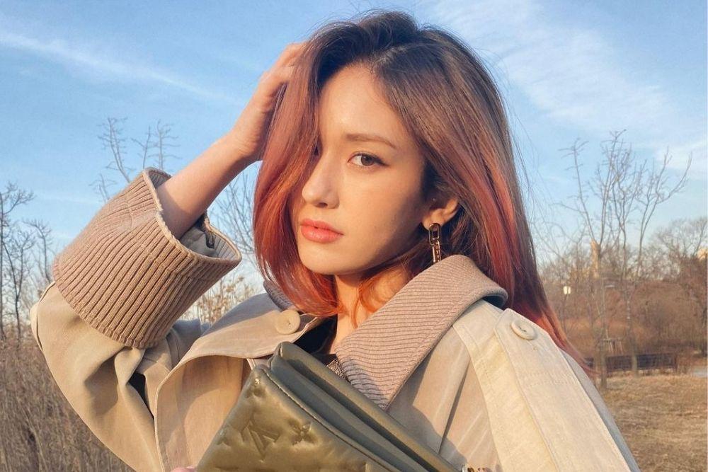 7 Potret Jeon Somi, Idol KPop Blasteran Kanada