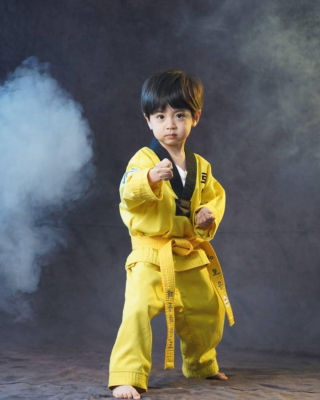 8 Fakta Lee Rowoon, Seleb Cilik Kembaran Jungkook yang Jago Taekwondo