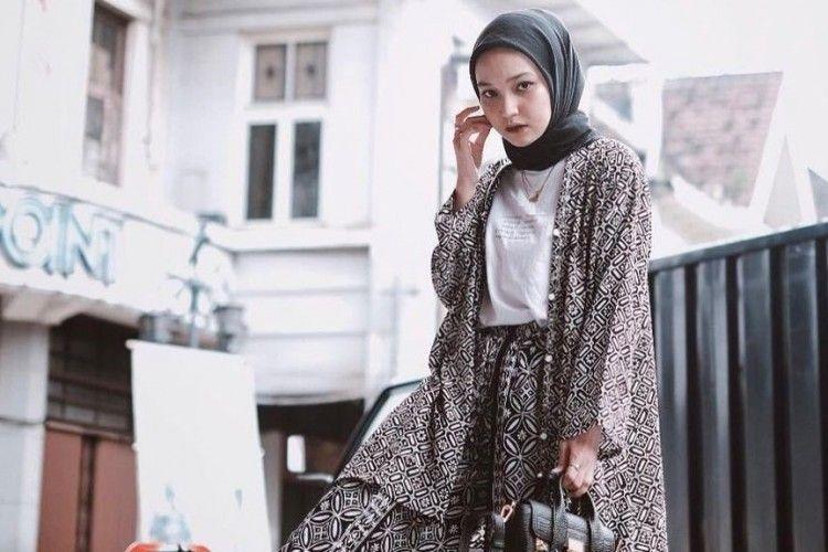 Inspirasi OOTD Hijab Simpel untuk Hadiri Acara Pernikahan