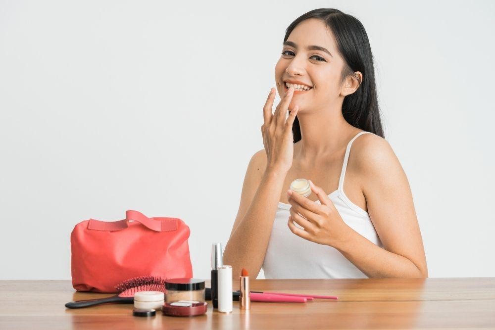 Ternyata Ini 5 Penyebab Lipstik Tidak Tahan Lama
