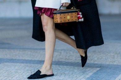 Tanpa Pakai Heels, Ini Trik Padu-padan Sepatu Terlihat Tinggi