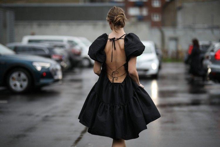 Model Bra yang Cocok untuk Backless Dress
