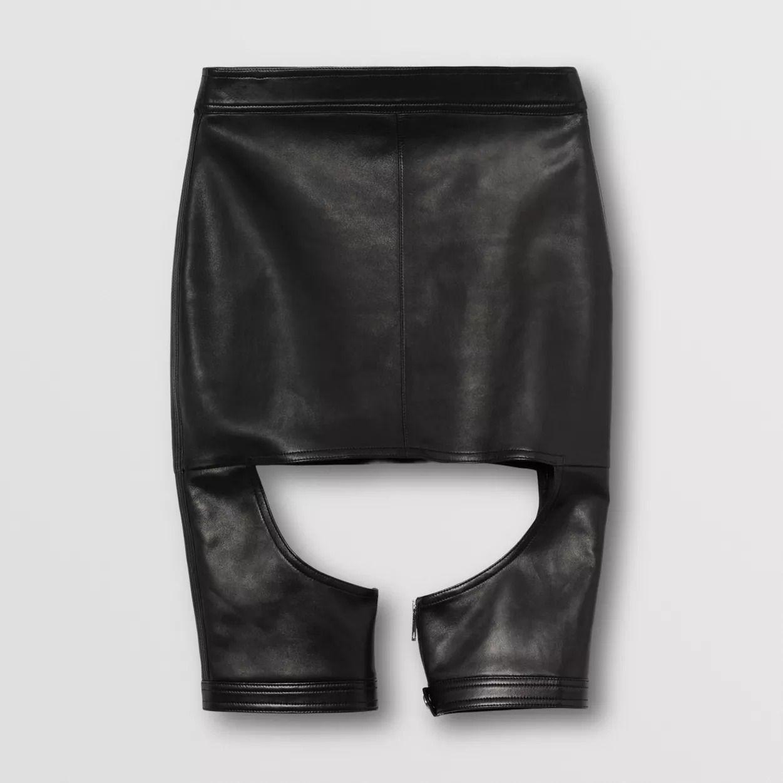 #PopbelaOOTD: Upgrade Penampilan Makin Kece dengan Rok Kulit Ini