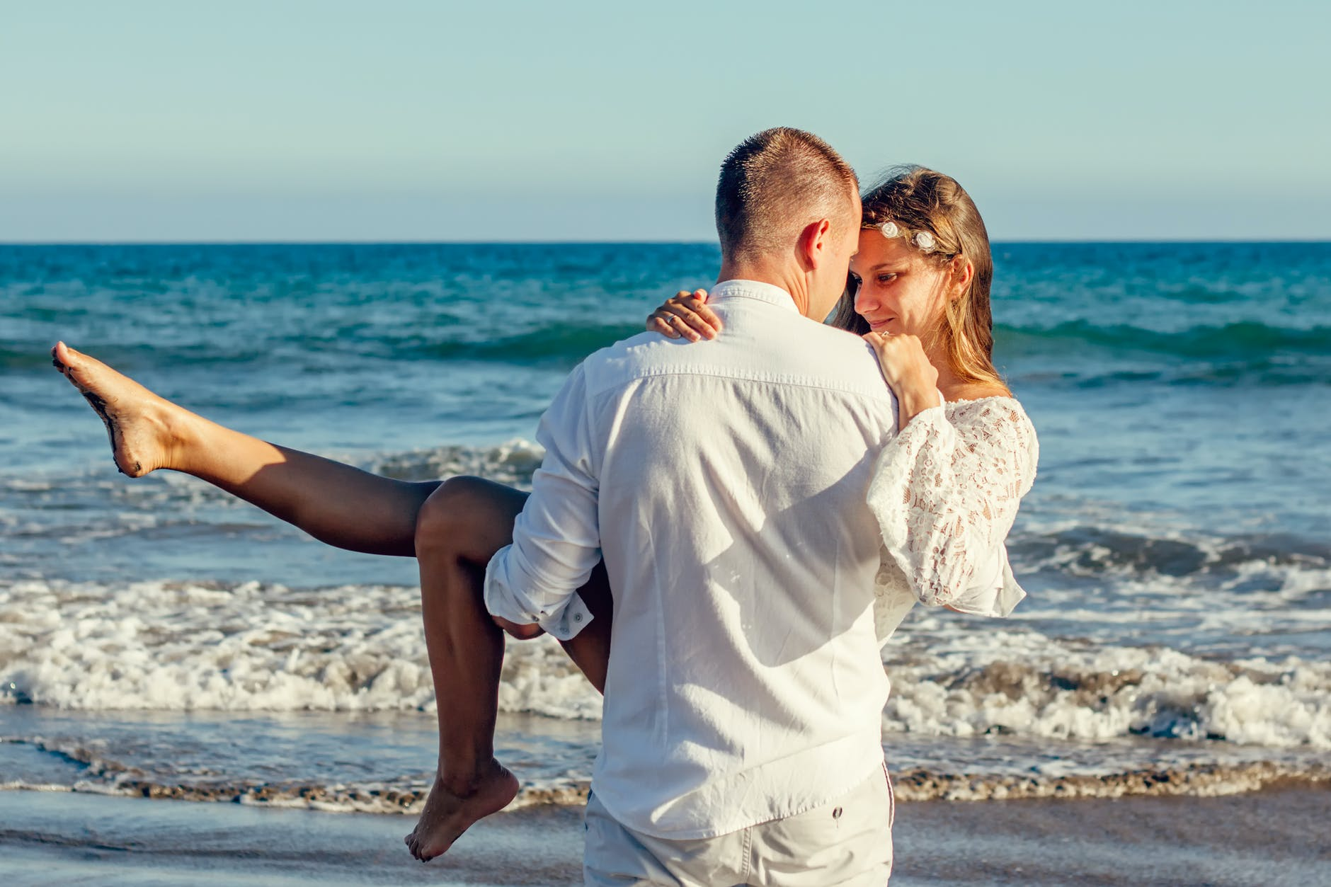Selain Lebih Bahagia, Inilah 5 Keuntungan Menikah dengan Sahabat