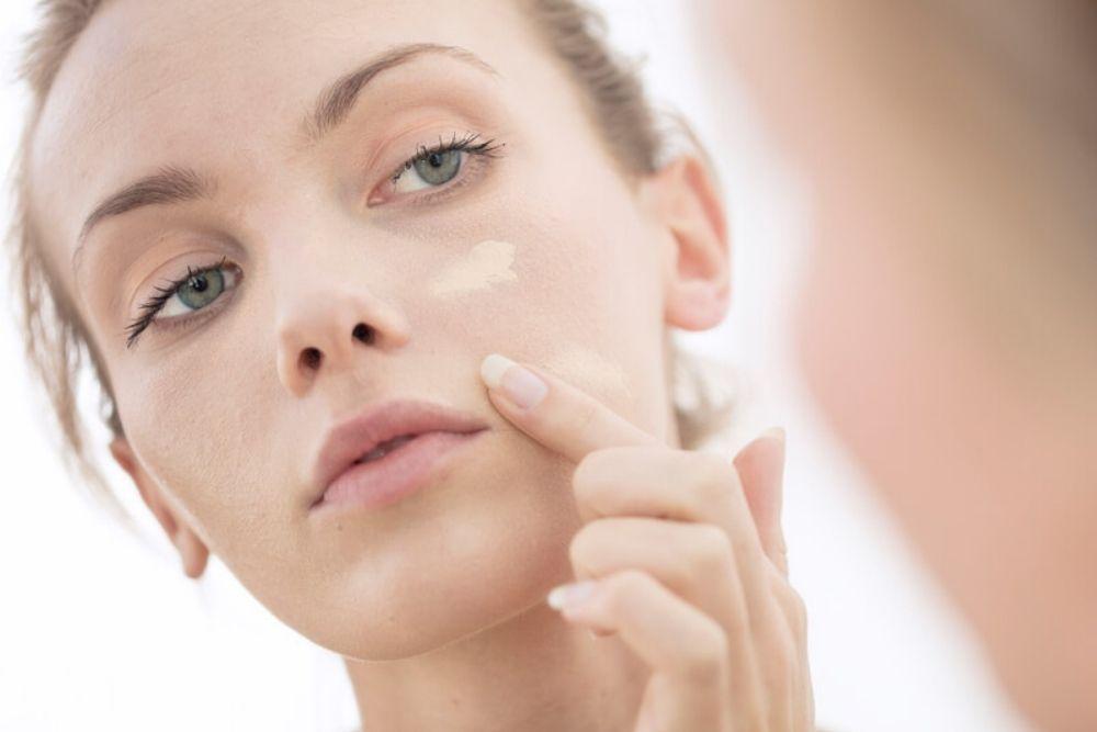 Supaya Makeup Tidak Creasing, Ini Tips yang Bisa Kamu Coba