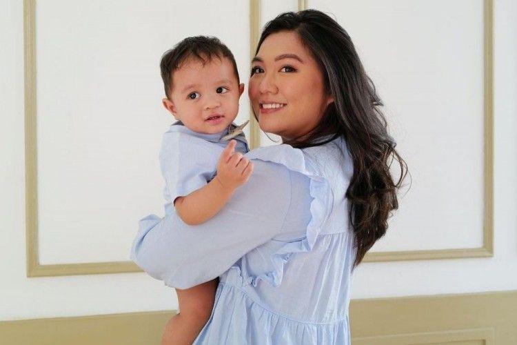 Intip Pesona Tiara Pangestika, Istri Arief Muhammad yang Manis