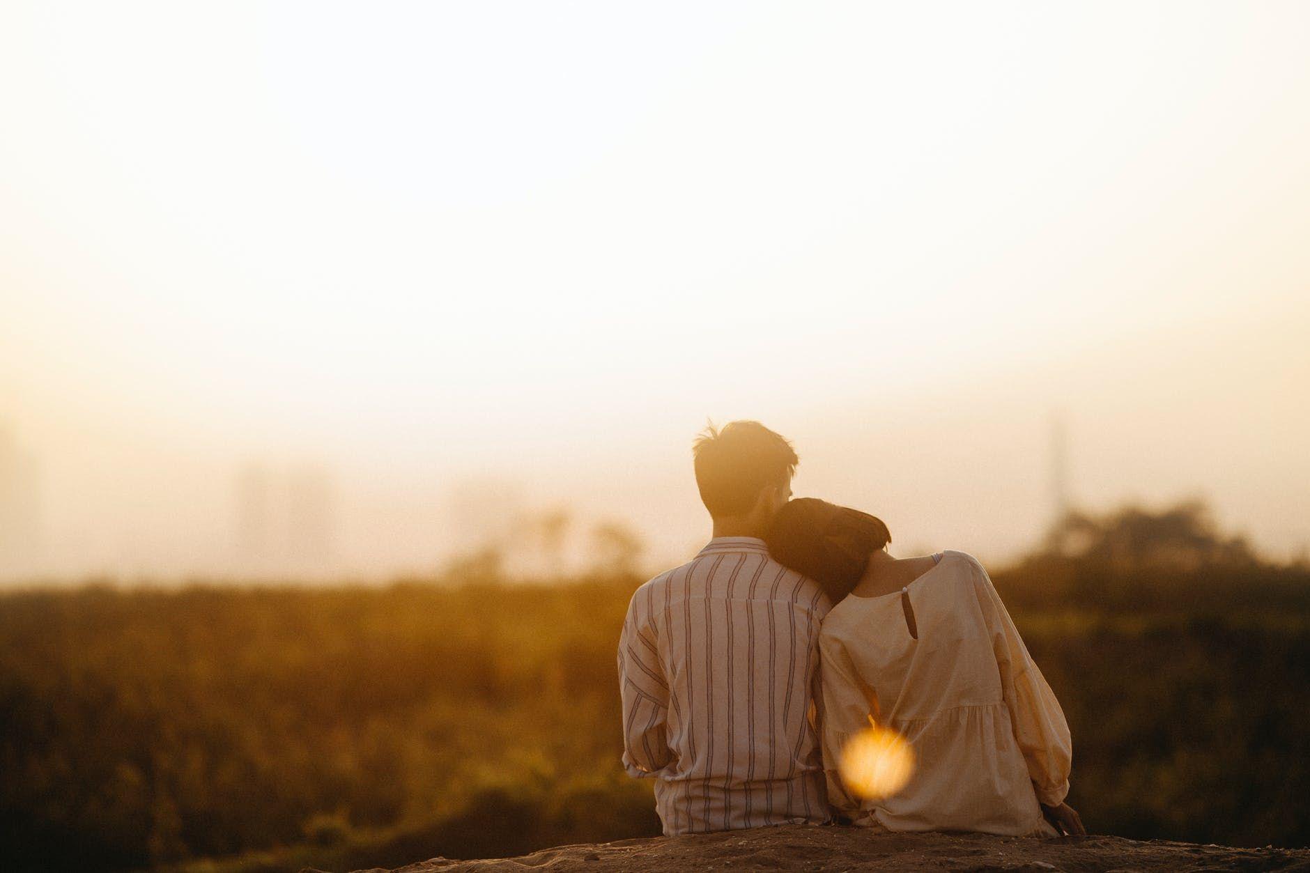 6 Tips Tetap Bahagia Bersama Pasangan yang Super Sibuk