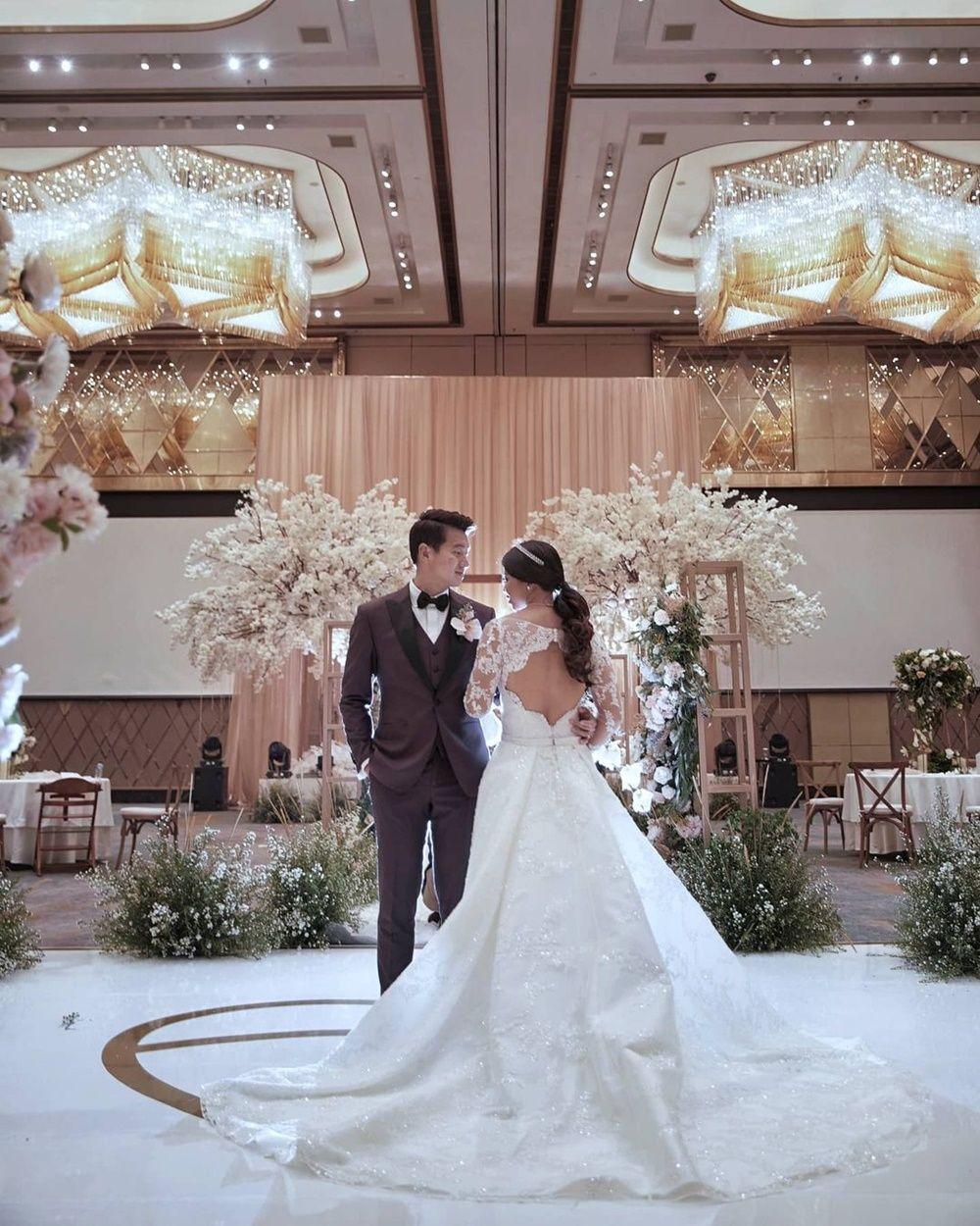 Dinikahi Pengusaha Berlian, Ini 10 Potret Mesra Greysia Polii & Suami
